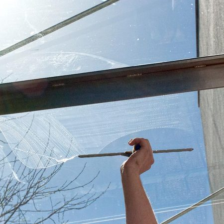 Fensterputzer Erlangen im privaten Haushalt zum Festpreis.